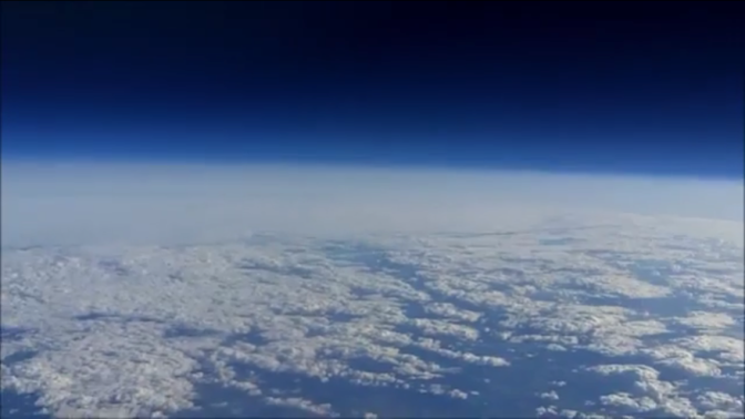 NO CURVE AT 114,824 ft. Amazing Flat Earth Balloon footage